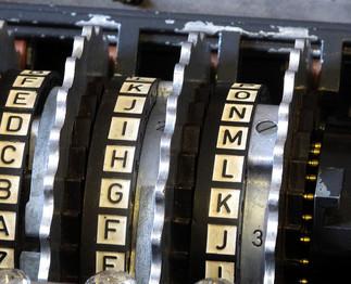 Dans le cadre du Festival 24 heures de sciences. Alan Turing: de la cryptologie à la naissance de l'informatique par Hélène Kayler, mathématicienne