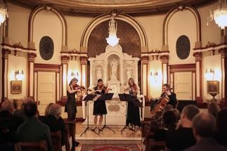 Christopher Hall et le Quatuor comique