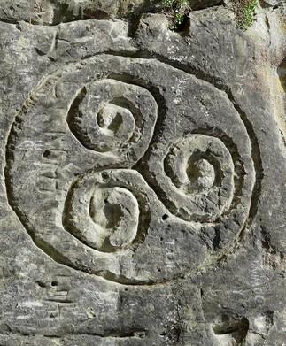 Atelier de pétroglyphes (gravure sur roche)