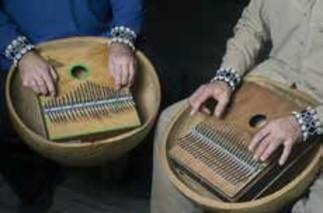 Initiation à la Sanza africaine (piano à pouces)