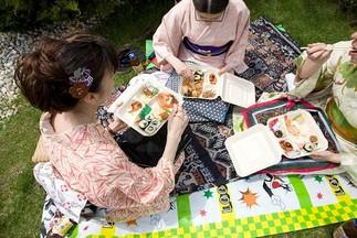 Pique-nique o-hanami sous les pommetiers en fleurs