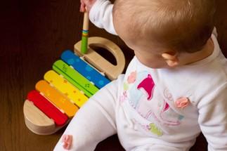 Le matinée des bébés: Éveil musical