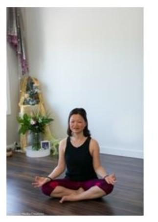 Séance de yoga doux sur chaise, avec Florence Say