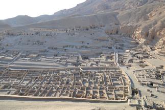 Conférence: «Sept ans de travaux archéologiques à Deir el-Medina. Réexamen d'un site que l'on croyait compris»